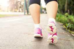 湿布、ストレッチ、手術など、アキレス腱炎の治療法を紹介