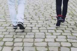 アキレス腱炎の時は足に負担がかからない歩き方をしましょう