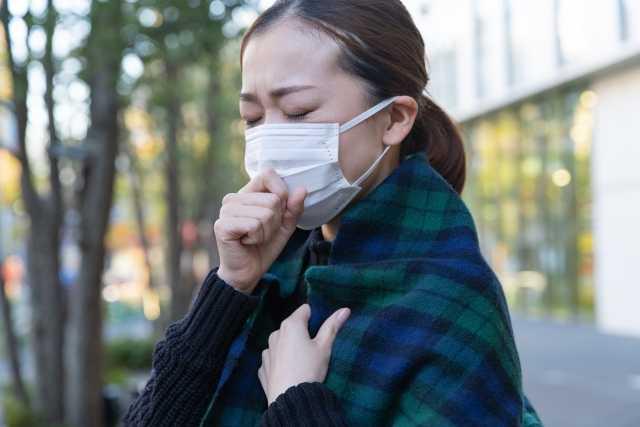 風邪気味の女性