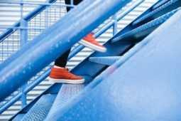 変形性股関節症で踏み台昇降は運動療法としておすすめ?