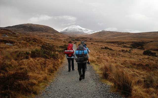 ハイキングをする人たち